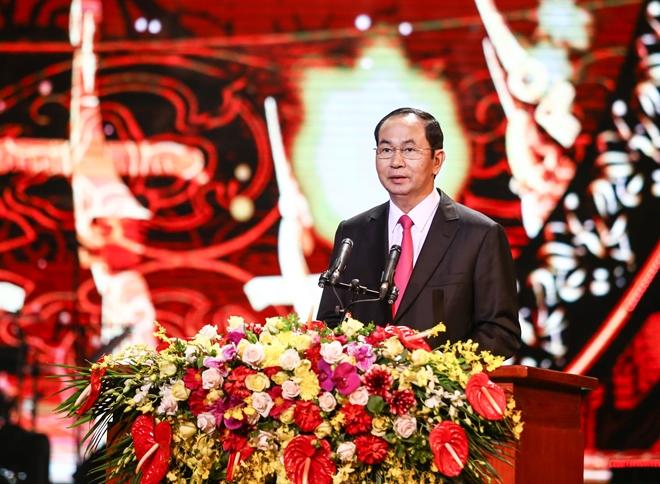 Chủ tịch nước Trần Đại Quangnêu rõ, năm 2017, toàn Đảng, toàn dân và toàn quân ta đã đoàn kết thống nhất, nỗ lực phấn đấu, vượt qua khó khăn thử thách, đạt được những thành tựu quan trọng trên các lĩnh vực.