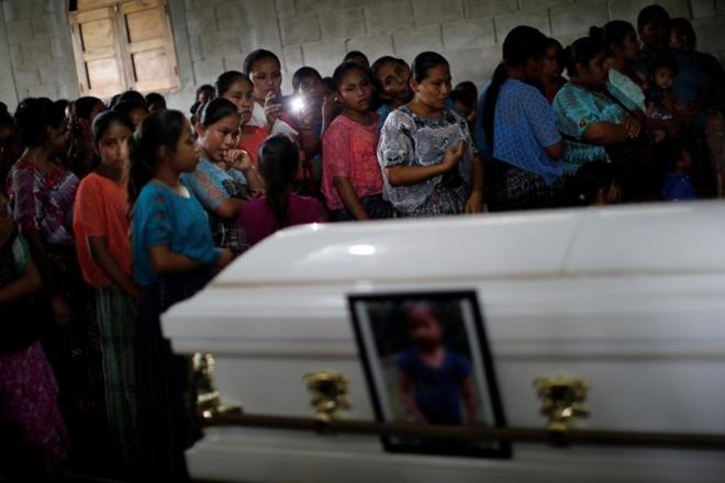 Đẫm nước mắt đám tang của cô bé di cư thiệt mạng trên đất Mỹ