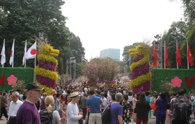 Gần 1 triệu lượt người dự lễ hội Hoa anh đào Nhật Bản – Hà Nội 2019