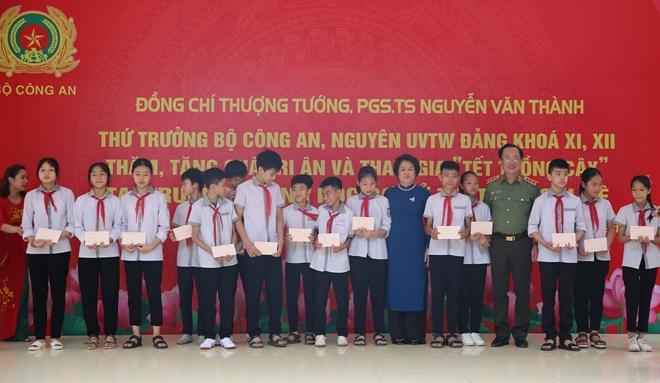 Thứ trưởng Nguyễn Văn Thành tri ân quê hương Lạc Thủy - Ảnh minh hoạ 5