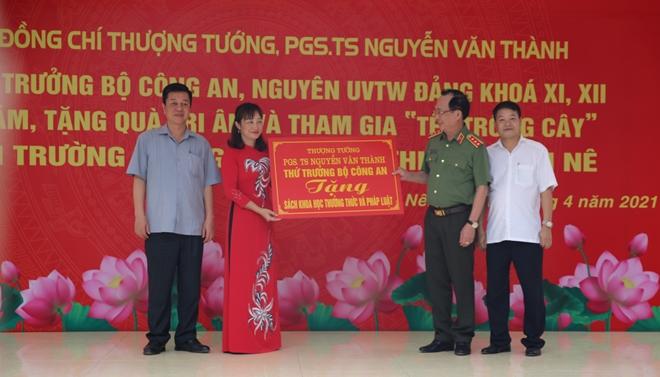 Thứ trưởng Nguyễn Văn Thành tri ân quê hương Lạc Thủy - Ảnh minh hoạ 2