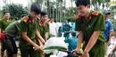 Công an Quảng Nam giúp dân khắc phục sạt lở sau lũ