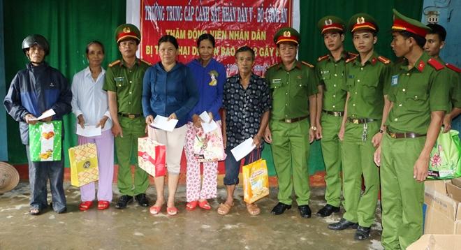 Sẻ chia khó khăn với bà con vùng lũ Quảng Nam - Ảnh minh hoạ 8