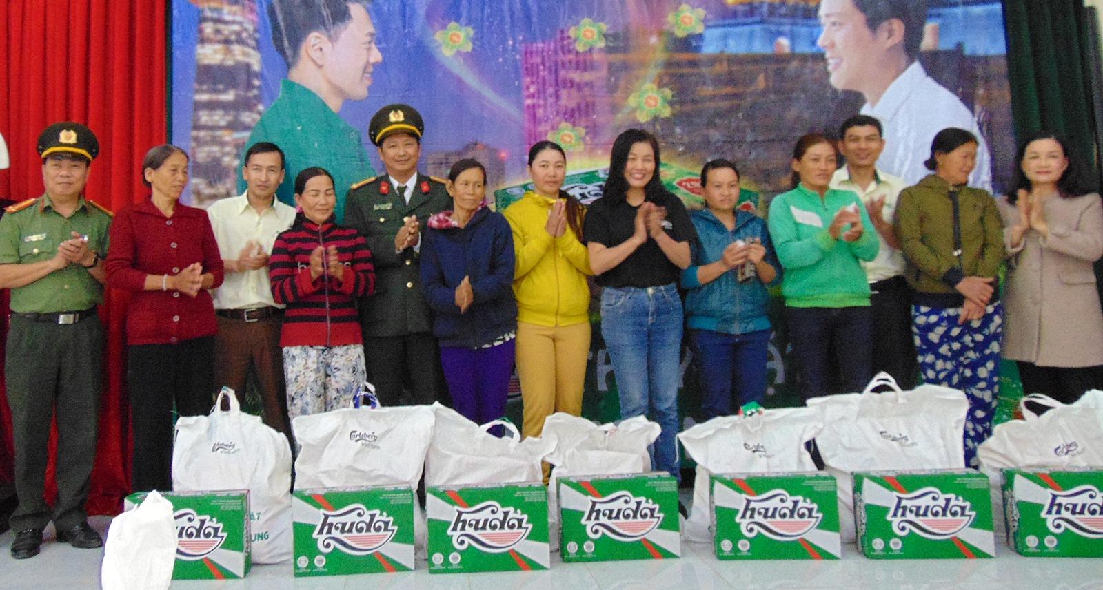 Báo Công an nhân dân đem Tết đến với bà con Quảng Nam
