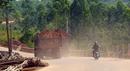 Xe tải chở đất gây ô nhiễm môi trường trầm trọng
