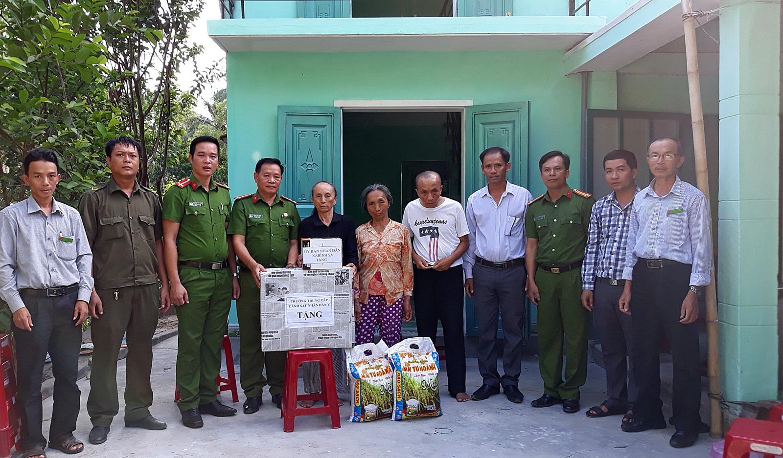 Trường Trung cấp CSND V hỗ trợ xây nhà cho người dân nghèo