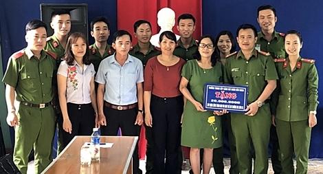 """Học viên Trường Trung cấp CSND V """"3 cùng"""" với người dân xứ Quảng"""