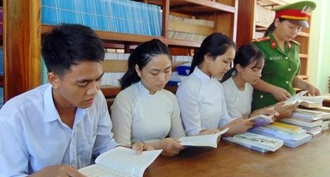 """Thiết thực """"Tủ sách hiếu học"""" cho học trò vùng cao"""