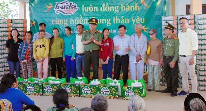 1.000 suất quà đến với người nghèo xứ Quảng