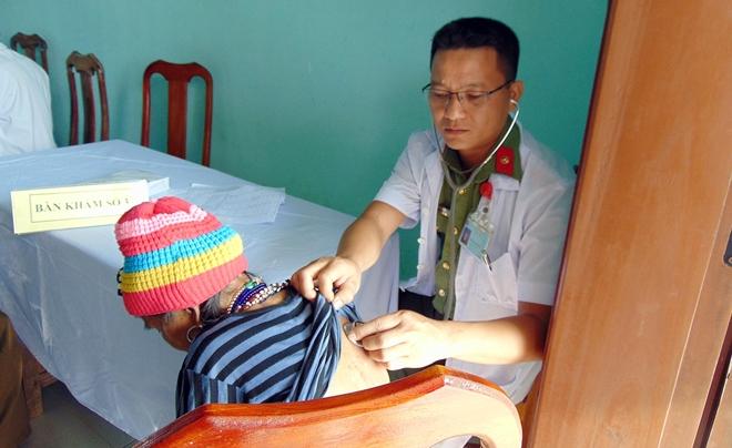 Bệnh viện 199 khám bệnh, cấp phát thuốc miễn phí cho người dân vùng biên giới Quảng Nam - Ảnh minh hoạ 6