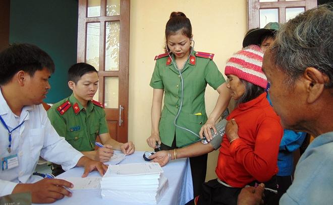 Bệnh viện 199 khám bệnh, cấp phát thuốc miễn phí cho người dân vùng biên giới Quảng Nam - Ảnh minh hoạ 3