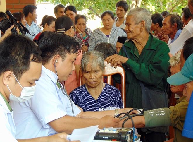 Công an tỉnh Quảng Nam cấp phát thuốc miễn phí cho hơn 300 người nghèo - Ảnh minh hoạ 4