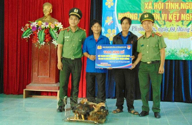 Công an tỉnh Quảng Nam cấp phát thuốc miễn phí cho hơn 300 người nghèo - Ảnh minh hoạ 3