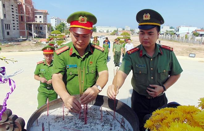 Tuổi trẻ CAND thăm, tặng quà gia đình chính sách, khó khăn tại Quảng Nam - Ảnh minh hoạ 6