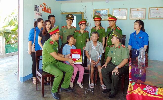 Tuổi trẻ CAND thăm, tặng quà gia đình chính sách, khó khăn tại Quảng Nam - Ảnh minh hoạ 3