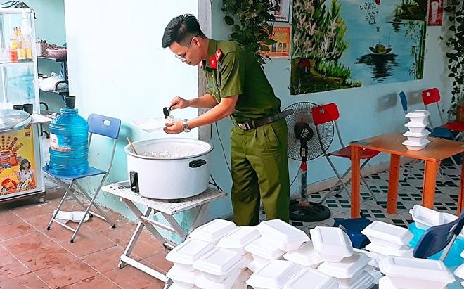 """Ấm áp """"Bữa cơm nghĩa tình"""" tại Bệnh viện Y học cổ truyền Quảng Nam"""