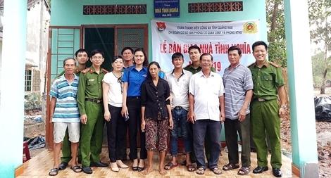 Bàn giao nhà tình nghĩa cho hộ nghèo tại Quảng Nam