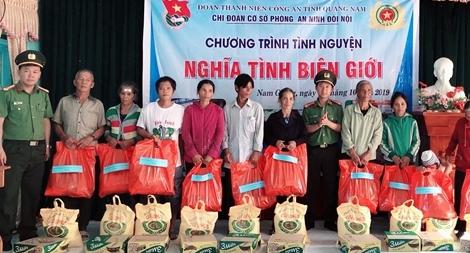 Tuổi trẻ Công an Quảng Nam đến với đồng bào vùng biên giới