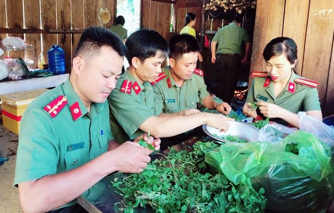 Tuổi trẻ Công an Quảng Nam đến với đồng bào vùng biên giới - Ảnh minh hoạ 2