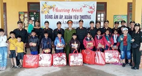 Cảnh sát cơ động về với đồng bào miền núi Quảng Nam
