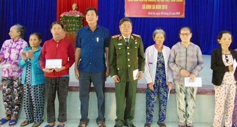 Trung tướng Châu Văn Mẫn tặng quà Tết tại tỉnh Quảng Nam