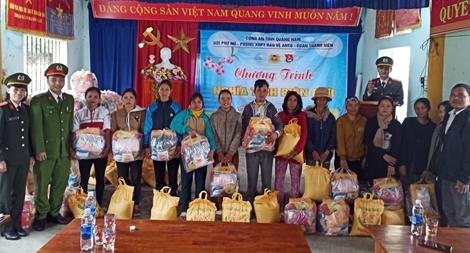 Ấm áp chương trình tình nguyện của cán bộ chiến sĩ Công an Quảng Nam