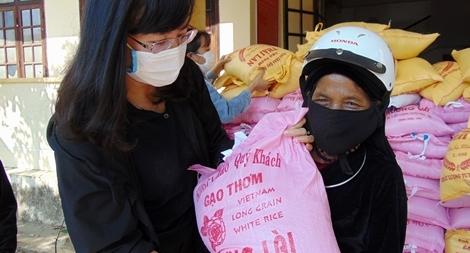 Sẻ chia khó khăn với bà con miền núi Quảng Nam giữa mùa COVID-19
