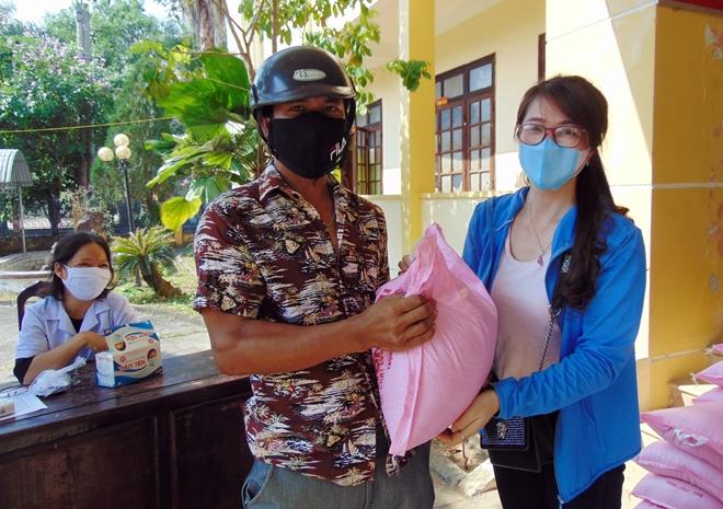 Sẻ chia khó khăn với bà con miền núi Quảng Nam giữa mùa COVID-19 - Ảnh minh hoạ 4