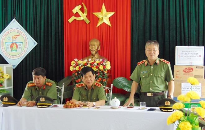 Thứ trưởng Nguyễn Văn Sơn dâng hoa, dâng hương tại Khu di tích An ninh khu V - Ảnh minh hoạ 7