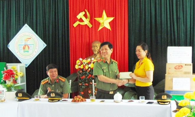 Thứ trưởng Nguyễn Văn Sơn dâng hoa, dâng hương tại Khu di tích An ninh khu V - Ảnh minh hoạ 5