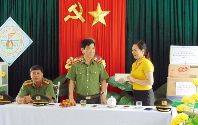 Thứ trưởng Nguyễn Văn Sơn dâng hoa, dâng hương tại Khu di tích An ninh khu V - Ảnh minh hoạ 8