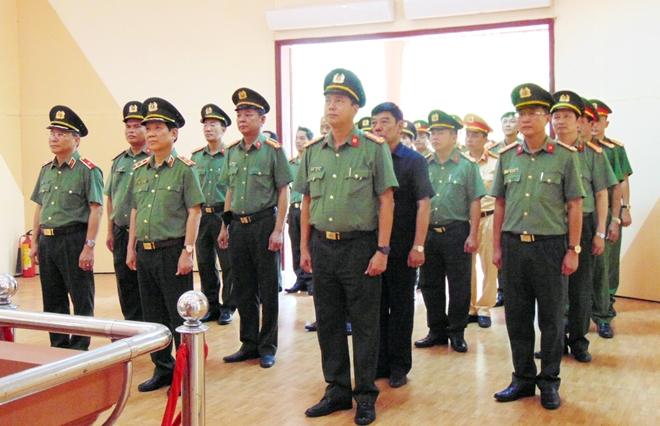 Thứ trưởng Nguyễn Văn Sơn dâng hoa, dâng hương tại Khu di tích An ninh khu V
