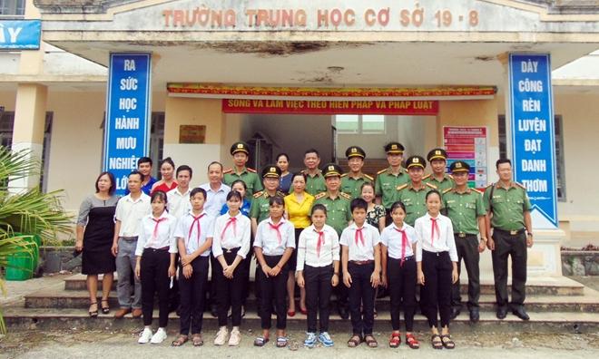 Thứ trưởng Nguyễn Văn Sơn dâng hoa, dâng hương tại Khu di tích An ninh khu V - Ảnh minh hoạ 6