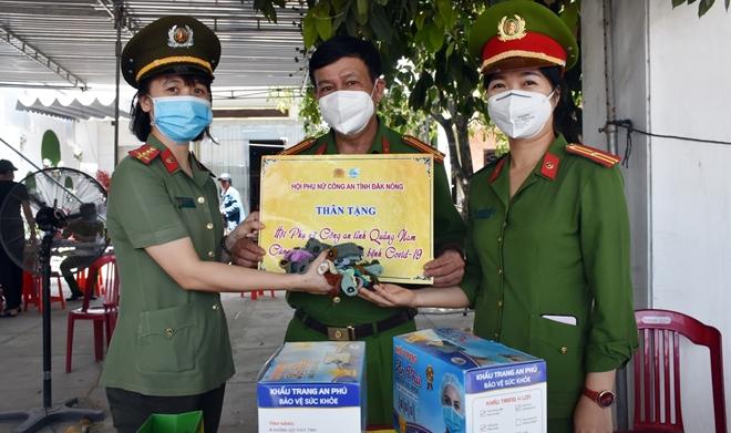 """Những """"bông hồng"""" nơi tuyến đầu chống dịch ở Quảng Nam - Ảnh minh hoạ 7"""