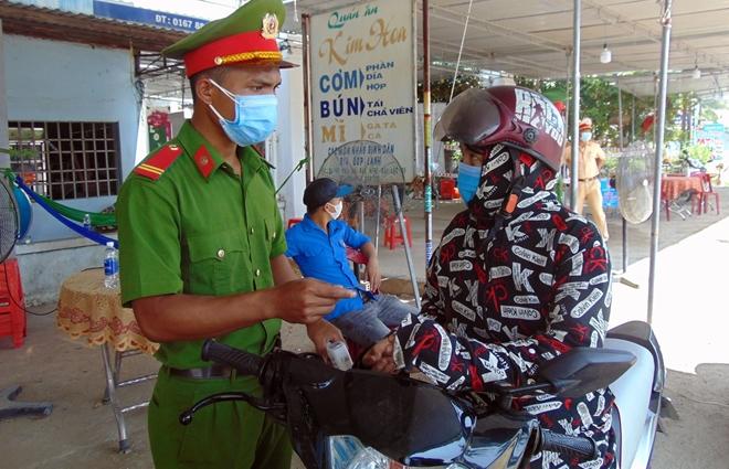"""Những """"bông hồng"""" nơi tuyến đầu chống dịch ở Quảng Nam - Ảnh minh hoạ 6"""