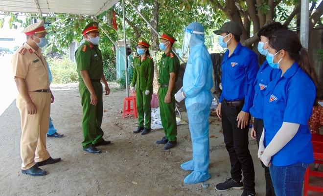 """Những """"bông hồng"""" nơi tuyến đầu chống dịch ở Quảng Nam - Ảnh minh hoạ 5"""