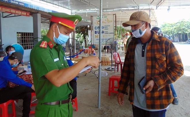 """Những """"bông hồng"""" nơi tuyến đầu chống dịch ở Quảng Nam - Ảnh minh hoạ 2"""