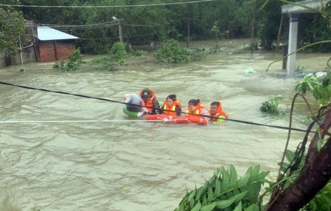 Dầm mình trong mưa lũ cứu dân - Ảnh minh hoạ 4