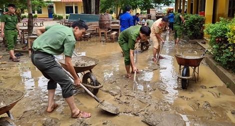 Tuổi trẻ Công an tham gia khắc phục hậu quả mưa lũ