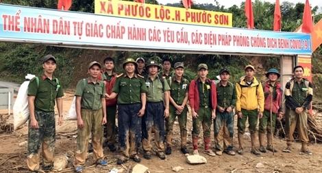 Lực lượng Công an gùi hàng tiếp tế đã tiếp cận được vùng bị cô lập