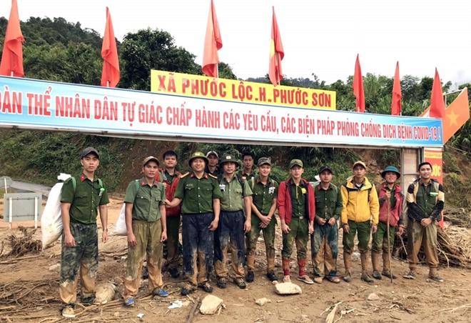 Lực lượng Công an gùi hàng tiếp tế đã tiếp cận được vùng bị cô lập - Ảnh minh hoạ 2