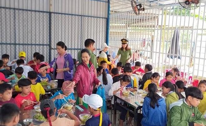 Công an Quảng Nam giúp dân khắc phục hậu quả bão lũ - Ảnh minh hoạ 3