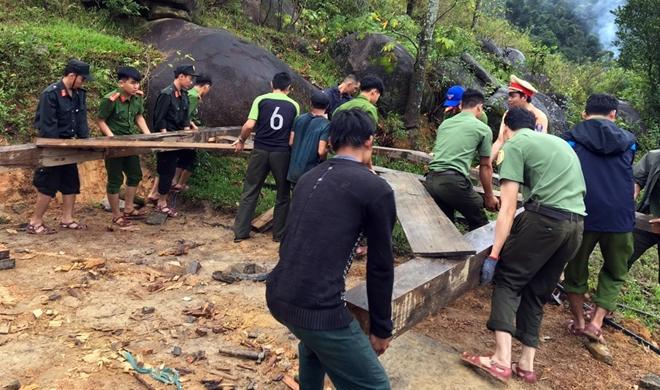 Xung kích giúp người dân dựng lại nhà sau bão lụt - Ảnh minh hoạ 4