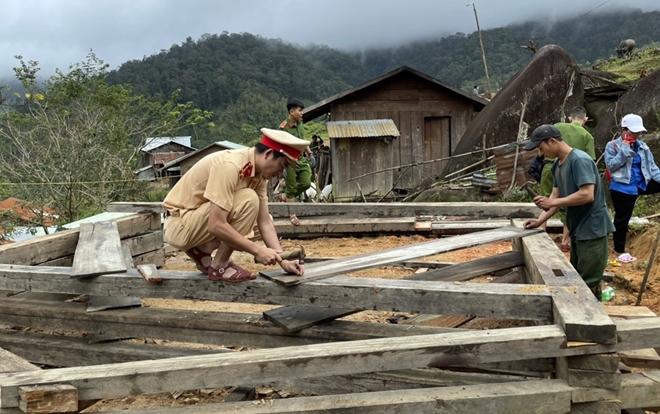 Xung kích giúp người dân dựng lại nhà sau bão lụt - Ảnh minh hoạ 7