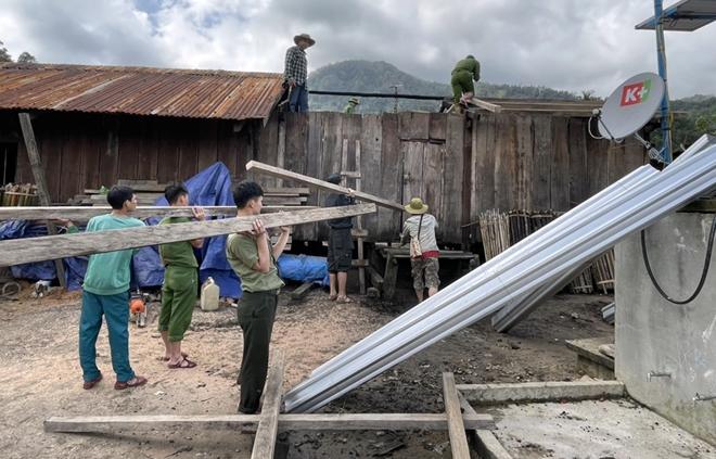 Xung kích giúp người dân dựng lại nhà sau bão lụt - Ảnh minh hoạ 5