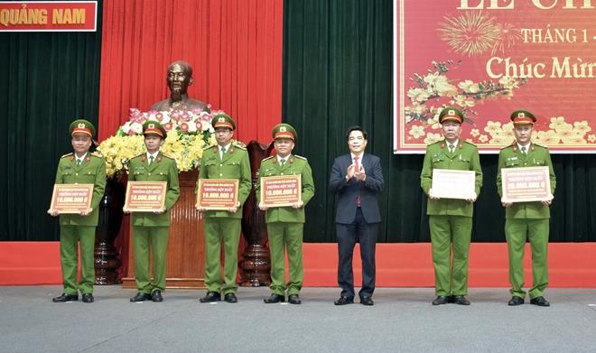 Khen thưởng nhiều tập thể, cá nhân thuộc Công an tỉnh Quảng Nam - Ảnh minh hoạ 2