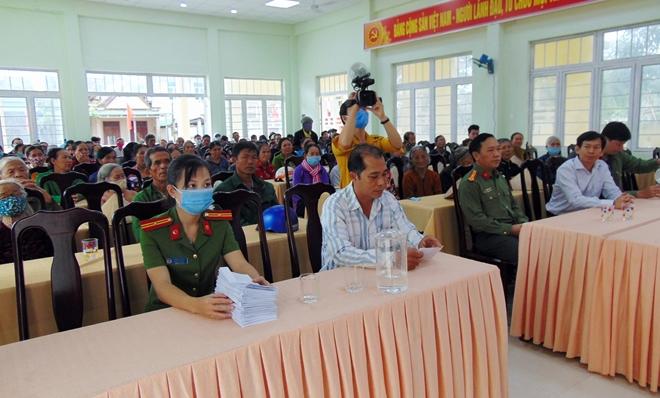 """Trao tặng 200 suất quà """"Tết vì người nghèo"""" tại tỉnh Quảng Ngãi - Ảnh minh hoạ 4"""