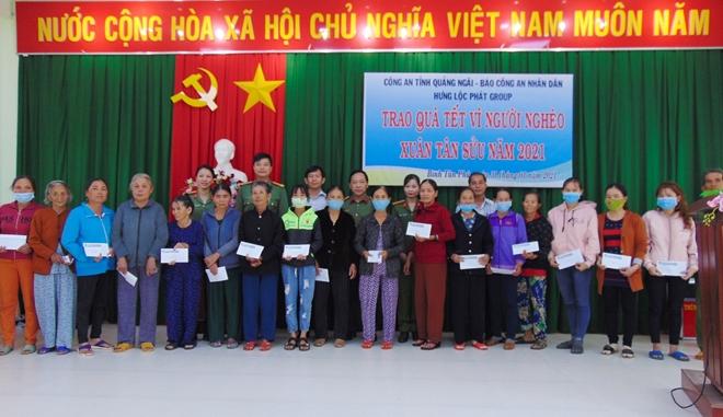 """Trao tặng 200 suất quà """"Tết vì người nghèo"""" tại tỉnh Quảng Ngãi"""