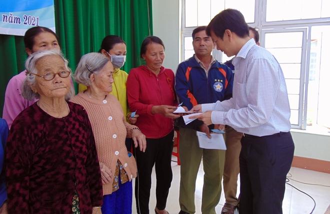 """Trao tặng 200 suất quà """"Tết vì người nghèo"""" tại tỉnh Quảng Ngãi - Ảnh minh hoạ 12"""