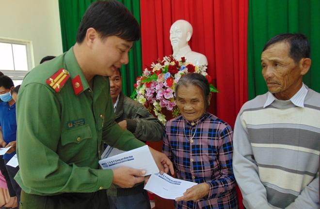 """Trao tặng 200 suất quà """"Tết vì người nghèo"""" tại tỉnh Quảng Ngãi - Ảnh minh hoạ 5"""